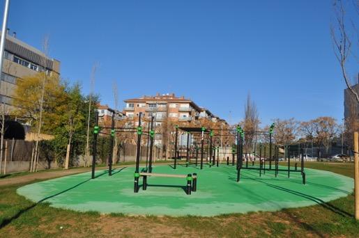 Espai físic de la zona esportiva Mas Lluí?. Elements de caliste?nia i street workout